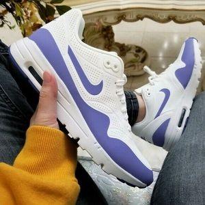 Women's Nike air max running sneakers
